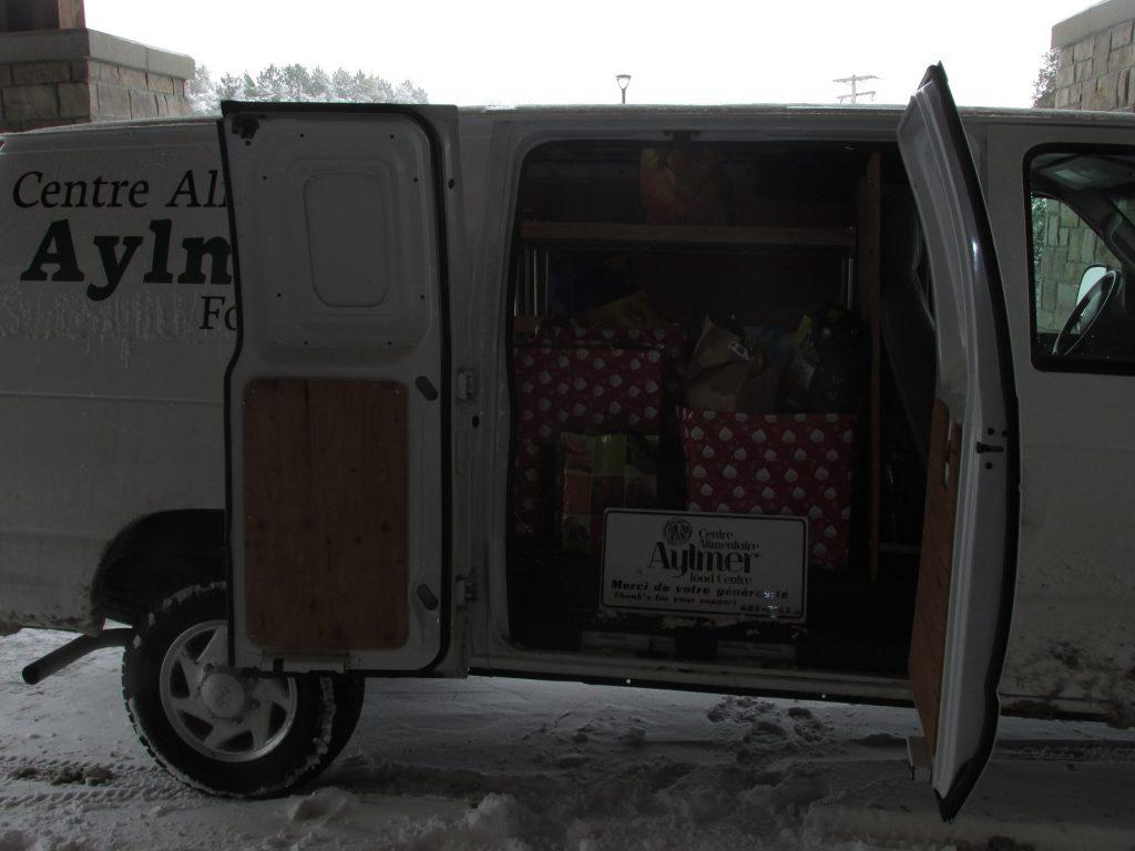 la-croisee-loading-foodbank-van
